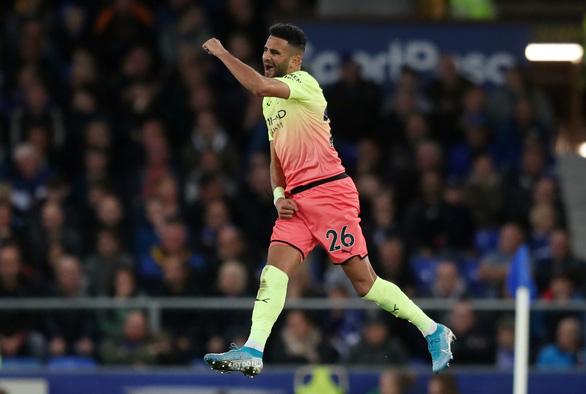 Khuất phục Everton, M.C tiếp tục bám đuổi Liverpool - Ảnh 3.