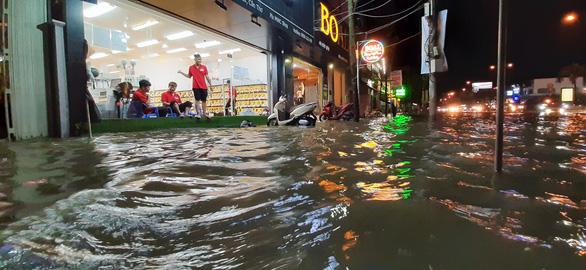 Triều cường kết hợp nước lũ từ thượng nguồn sông Mekong, Cần Thơ ngập nặng - Ảnh 5.
