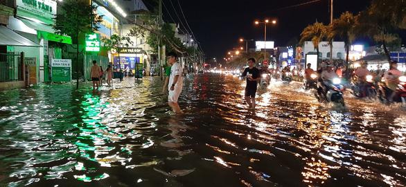 Triều cường kết hợp nước lũ từ thượng nguồn sông Mekong, Cần Thơ ngập nặng - Ảnh 6.
