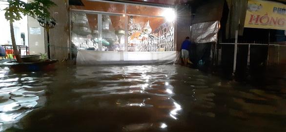 Triều cường kết hợp nước lũ từ thượng nguồn sông Mekong, Cần Thơ ngập nặng - Ảnh 7.
