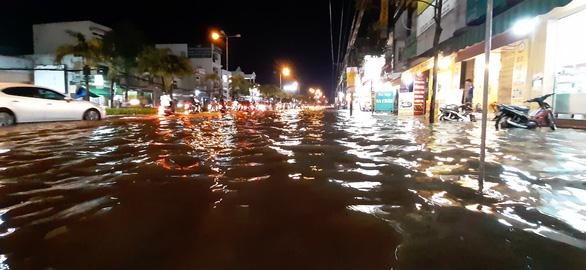 Triều cường kết hợp nước lũ từ thượng nguồn sông Mekong, Cần Thơ ngập nặng - Ảnh 8.