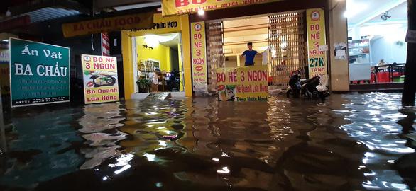 Triều cường kết hợp nước lũ từ thượng nguồn sông Mekong, Cần Thơ ngập nặng - Ảnh 10.