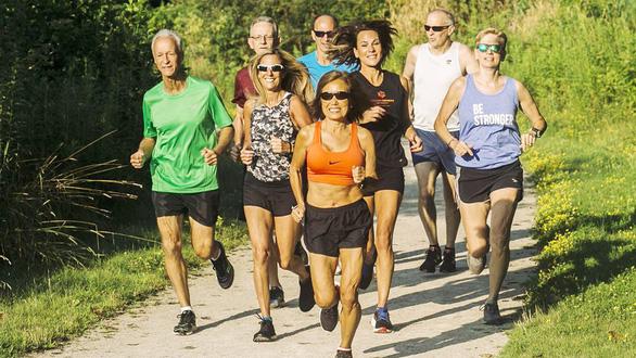 Những kỷ lục marathon thế giới của cụ bà 71 tuổi - Ảnh 1.