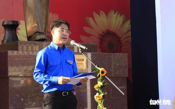 Tiểu Vy, Bình Minh rước đuốc phát động kỷ niệm ngày 3-2 - Ảnh 3.
