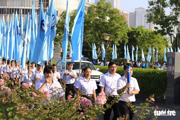 Tiểu Vy, Bình Minh rước đuốc phát động kỷ niệm ngày 3-2 - Ảnh 5.