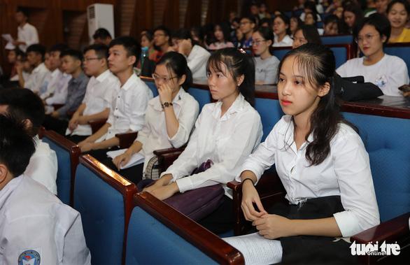 Tiếp sức đến trường chia sẻ khát vọng với tân sinh viên - Ảnh 5.