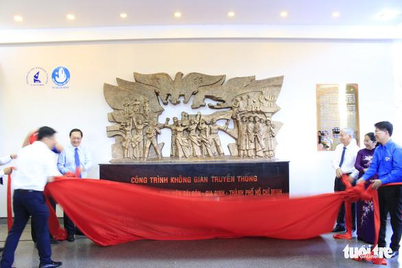 Tiểu Vy, Bình Minh rước đuốc phát động kỷ niệm ngày 3-2 - Ảnh 10.