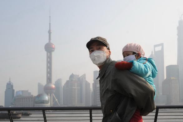 Trẻ hít không khí ô nhiễm có nguy cơ tử vong cao hơn - Ảnh 1.