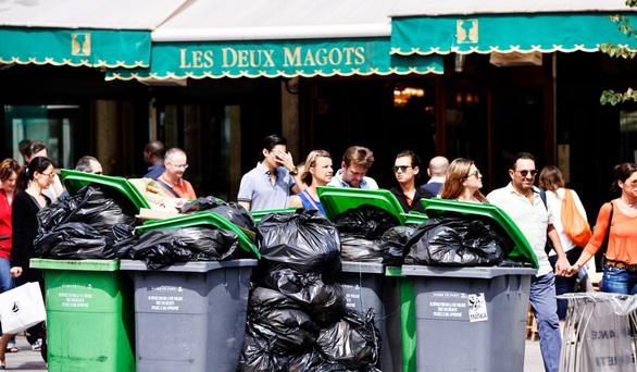Paris bẩn như ở thế giới thứ ba - Ảnh 2.