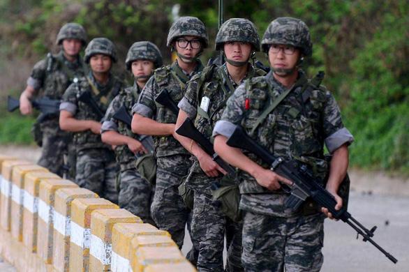 Dân số giảm, quân đội Hàn Quốc giảm chuẩn bắt lính - Ảnh 1.