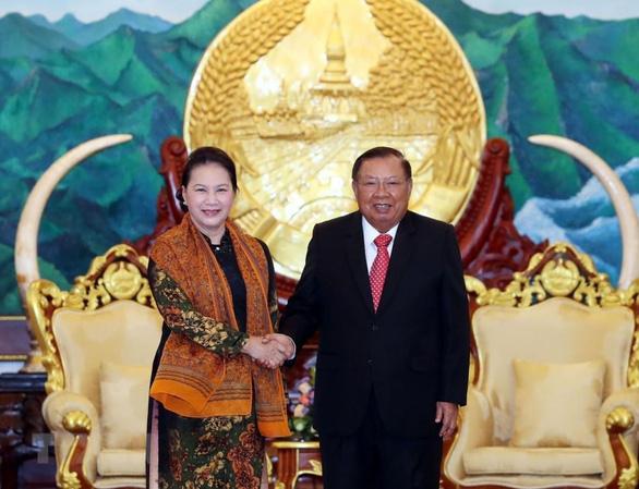 Chủ tịch Quốc hội Việt Nam hội kiến Tổng bí thư, Chủ tịch nước Lào - Ảnh 1.