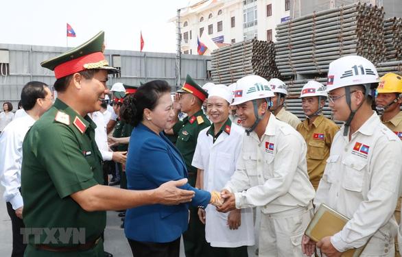 Chủ tịch Quốc hội Việt Nam hội kiến Tổng bí thư, Chủ tịch nước Lào - Ảnh 3.
