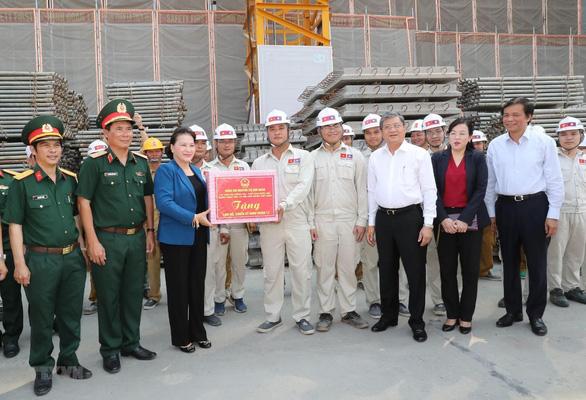 Chủ tịch Quốc hội Việt Nam hội kiến Tổng bí thư, Chủ tịch nước Lào - Ảnh 2.