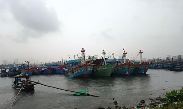 Bão, áp thấp xuất hiện dồn dập: Cấm biển, gọi tàu thuyền trú ẩn - Ảnh 1.
