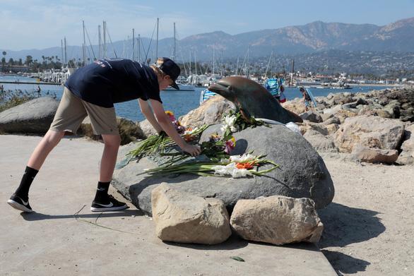 Cháy tàu lặn biển ngoài khơi California, 8 người chết, 26 người mất tích - Ảnh 1.