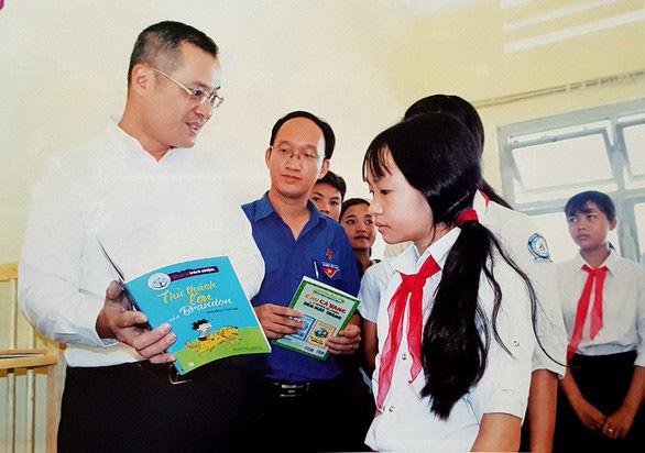 Chủ tịch tỉnh viết tâm thư nhắn học sinh ráng đọc sách, học ngoại ngữ - Ảnh 1.