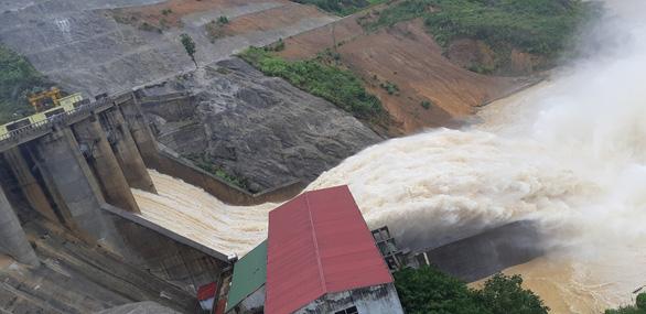 Thủy điện Hố Hô xả lũ, hạ du Hương Khê ngập lụt - Ảnh 2.