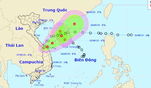 Áp thấp nhiệt đới đổ bộ đất liền rồi quay ra biển, có thể mạnh thành bão - Ảnh 1.