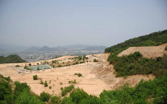 Báo cáo Thủ tướng loạt sai phạm ở 5 dự án băm nát núi Chín Khúc - Ảnh 1.