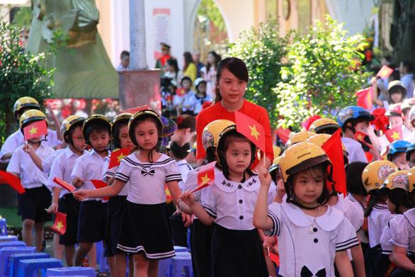 Lễ khai giảng 45 phút ở Đà Nẵng - Ảnh 1.