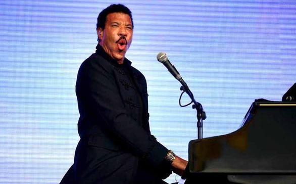 Lionel Richie dẫn đầu danh sách Billboard Artist 100 - Ảnh 1.