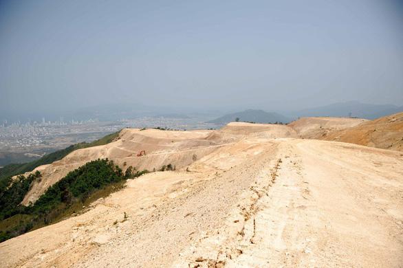 Báo cáo Thủ tướng loạt sai phạm ở 5 dự án băm nát núi Chín Khúc - Ảnh 2.