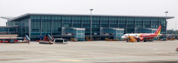 Khách Trung Quốc trộm ví, tiền ở sân bay - Ảnh 1.