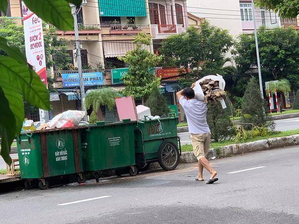 Tranh cãi trách nhiệm bỏ rác lên xe thu gom thuộc về ai ? - Ảnh 3.