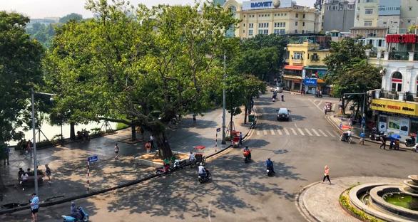 Dự kiến cấm đường quanh hồ Hoàn Kiếm, dân kinh doanh lo lắng - Ảnh 1.