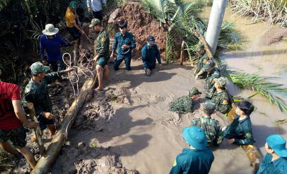 Triều cường uy hiếp huyện Cù Lao Dung - Ảnh 1.
