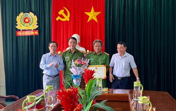 Vụ đường dây dầu DO giả ở Quảng Ngãi: Khen thưởng lực lượng công an - Ảnh 1.