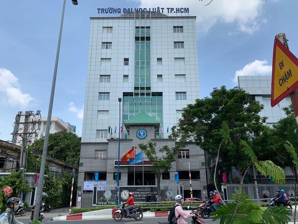 Bộ GD-ĐT yêu cầu ĐH Luật TP.HCM chấm dứt liên kết đào tạo chui - Ảnh 1.
