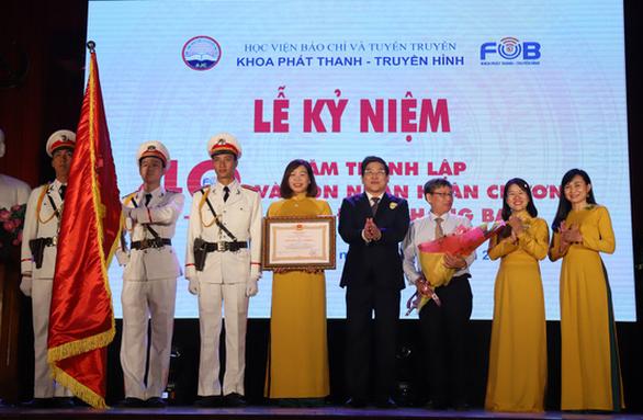 Khoa Phát thanh - truyền hình đón nhận Huân chương Lao động hạng ba - Ảnh 1.