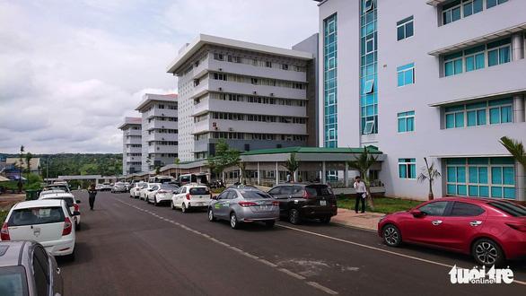 Bệnh viện ngàn tỉ mới bàn giao đã… dột tứ bề - Ảnh 3.