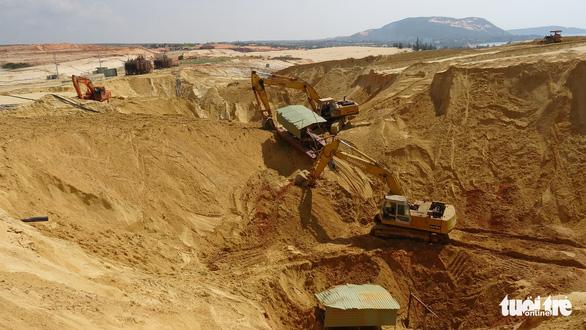 Sập mỏ khai thác quặng titan, một công nhân bị chôn vùi - Ảnh 1.