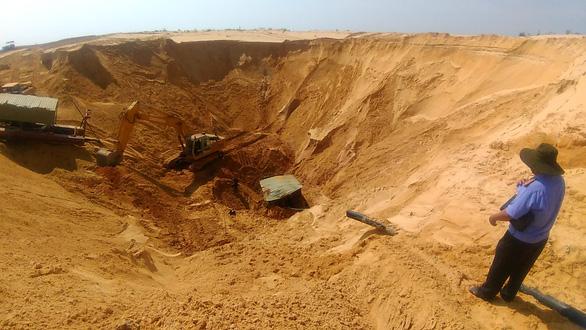 Sập mỏ khai thác quặng titan, một công nhân bị chôn vùi - Ảnh 3.