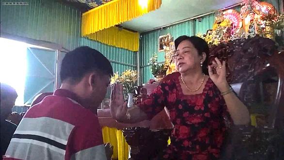 Mẹ Hường chữa bệnh bằng nước suối: phạt mẹ 25 triệu đồng - Ảnh 1.