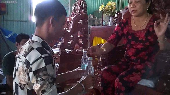 Mẹ Hường chữa bệnh bằng nước suối: phạt mẹ 25 triệu đồng - Ảnh 3.