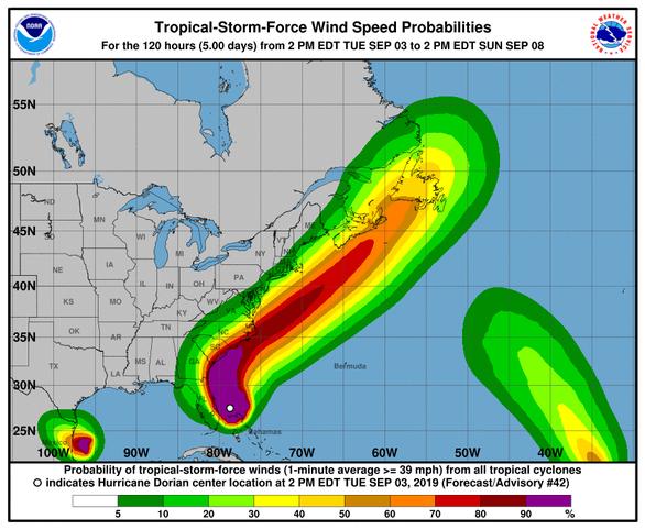 Siêu bão Dorian liếm dọc bờ đông, ông Trump nói nước Mỹ may - Ảnh 1.