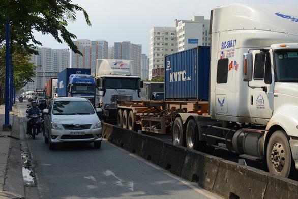 TP.HCM xem xét mở rộng đường để giảm ùn tắc cảng Cát Lái - Ảnh 1.