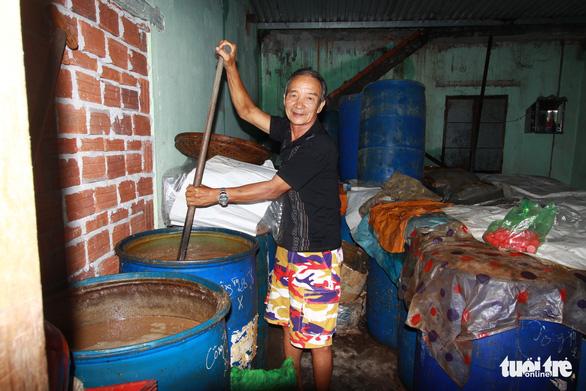 Nghề làm nước mắm Nam Ô là di sản văn hóa phi vật thể quốc gia - Ảnh 1.