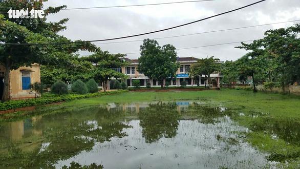 Hàng trăm trường tại Quảng Bình, Quảng Trị phải hoãn khai giảng vì lũ - Ảnh 2.
