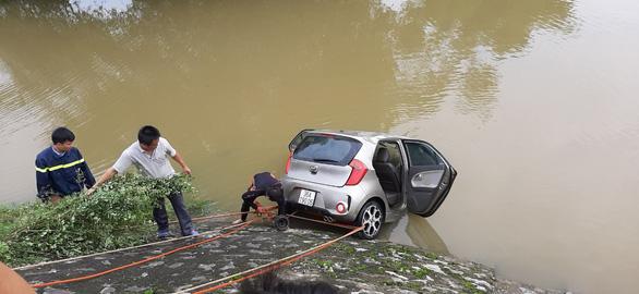 Tìm thấy thi thể tài xế ôtô lao xuống sông Cầu Chày  - Ảnh 1.