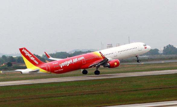 Bị phạt 8,5 triệu đồng vì sờ đùi nữ hành khách trên máy bay - Ảnh 1.