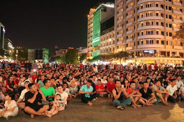 Next Media cho phát trận Việt Nam - Thái Lan tại phố đi bộ nếu không xen quảng cáo - Ảnh 1.
