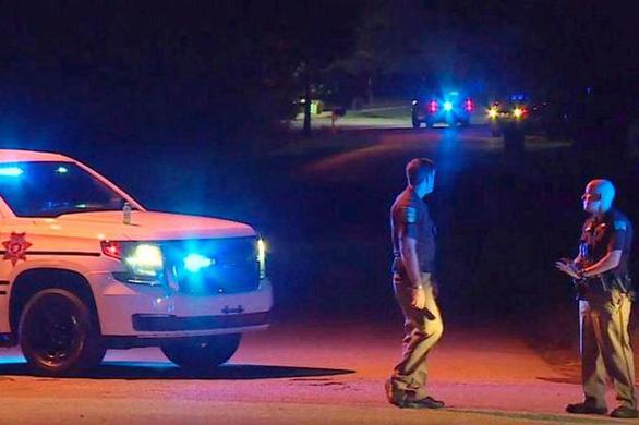 Thiếu niên Mỹ 14 tuổi tự thú bắn chết bố mẹ và 3 anh em - Ảnh 1.