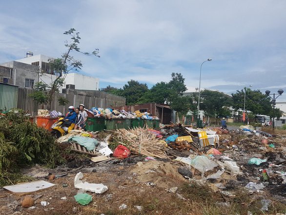 Thu gom rác thải ở Đà Nẵng: Nhiều bất cập đang lộ ra - Ảnh 2.
