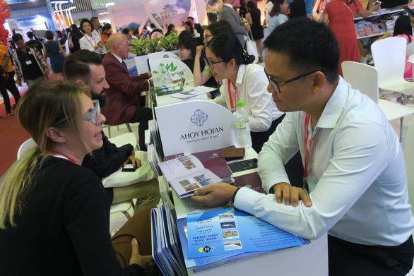 Nhộn nhịp khách quốc tế tìm tour du lịch Việt Nam - Ảnh 4.