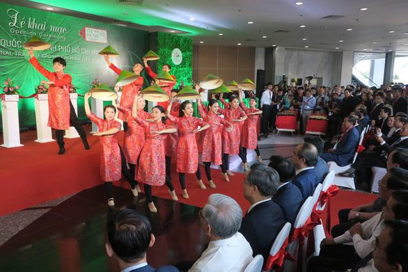 Nhộn nhịp khách quốc tế tìm tour du lịch Việt Nam - Ảnh 3.