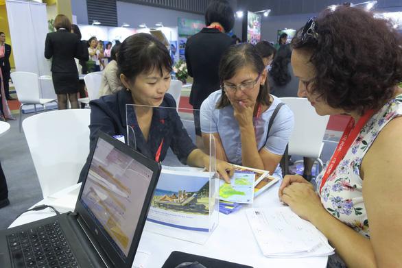 Nhộn nhịp khách quốc tế tìm tour du lịch Việt Nam - Ảnh 2.
